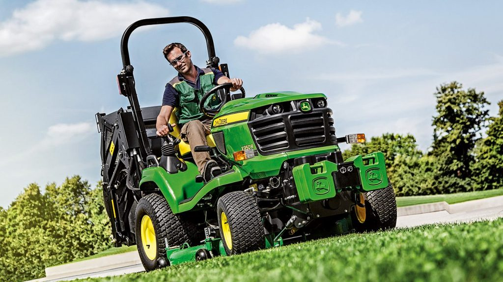 John Deere X950R Hi-Dump 48″ Tractor Mower – Used